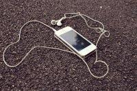 telefon ze słuchawkami